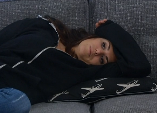 bb15-amanda-relaxing