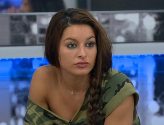 Amanda catches Elissa in a lie. Elissa short circuits