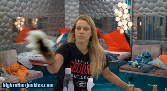 bb17-w5-shelli-cleaning